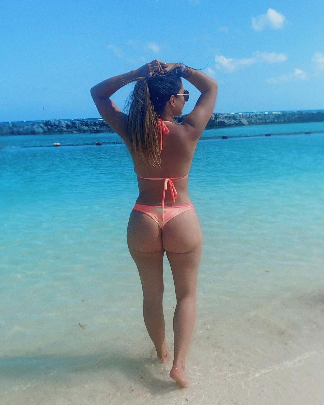 laura prieto bikini